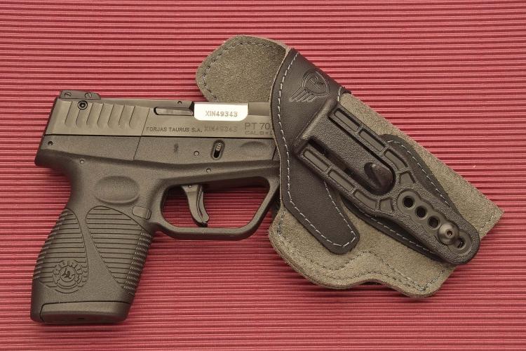 La fondina Radar modello 5074-0902 è adatta a pistole semiautomatiche di classe compact o sub-compact.