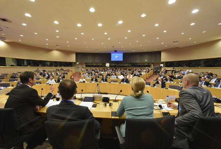 Una sala conferenze piena e molto attiva: segno evidente di come il tema sia di grande interesse per i cittadini europei