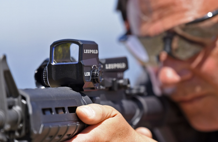 Red Dot and 1-16x optics usable simultaneously: practical, but it requires some training