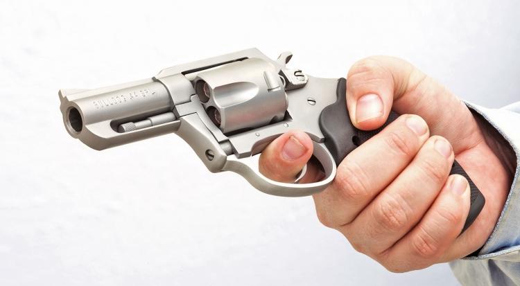 Con la sua discreta massa, il Charter Arms Bulldog in calibro .44 Special resta uno dei preferiti di sempre dagli appassionati di questo noto marchio americano
