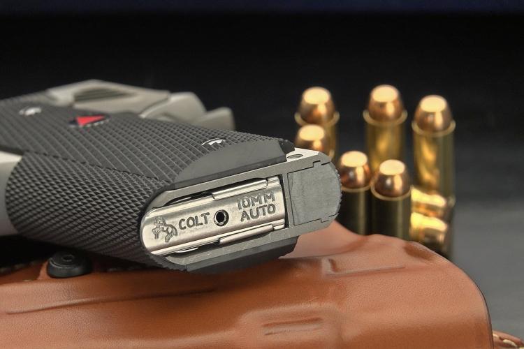 La Colt Delta Elite è camerata per la prestante 10mm Auto, cartuccia progettata nel 1983 dal Jeff Cooper e pensata per essere utilizzata sia in campo sportivo sia in campo operativo, come valida munizione alternativa al .357 Magnum, 9 Para, .45 ACP e .38 Super Auto
