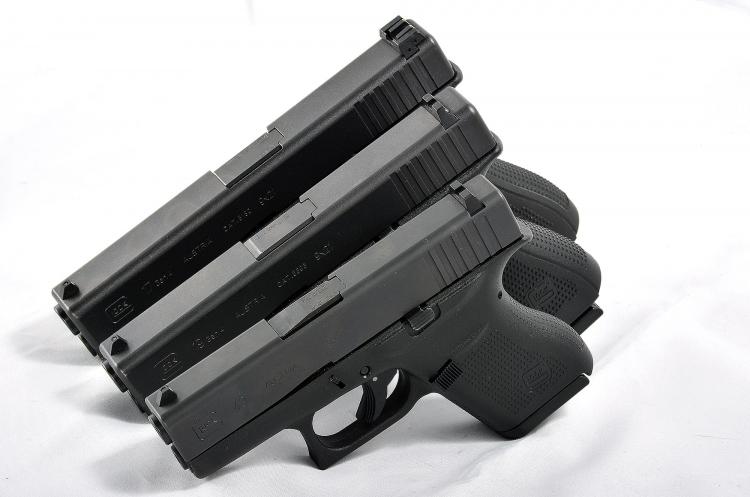 Di fronte alle sorelle maggiori G19 e G17, la Glock G43 mostra le sue dimensioni estremamente ridotte