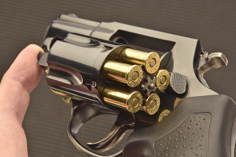 The cylinder of the Taurus 85 Defender revolver holds up to 5 cartridges
