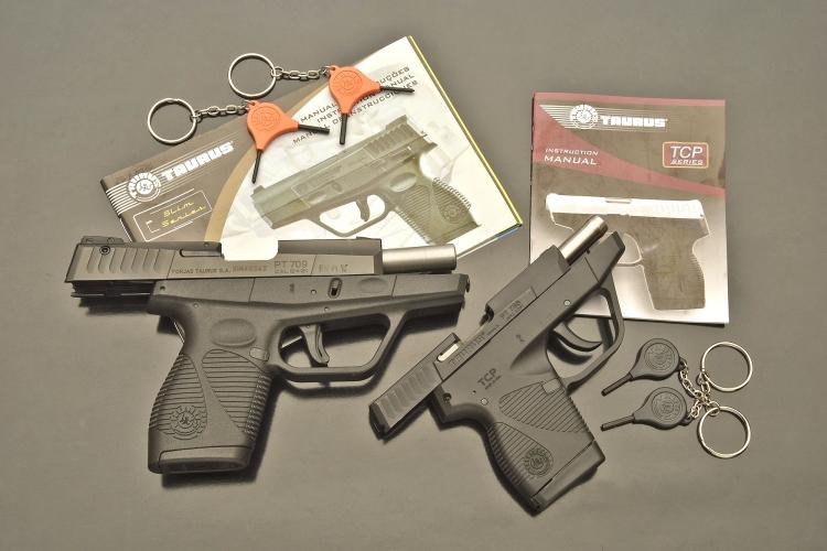 All'interno delle rispettive scatole, le pistole sono fornite di manuale d'usoe le chiavi occorrenti all'inserimento della sicura manuale che, solo per la Taurus PT709 Ultra Slim, serve anche a effettuare la regolazione della tacca di mira