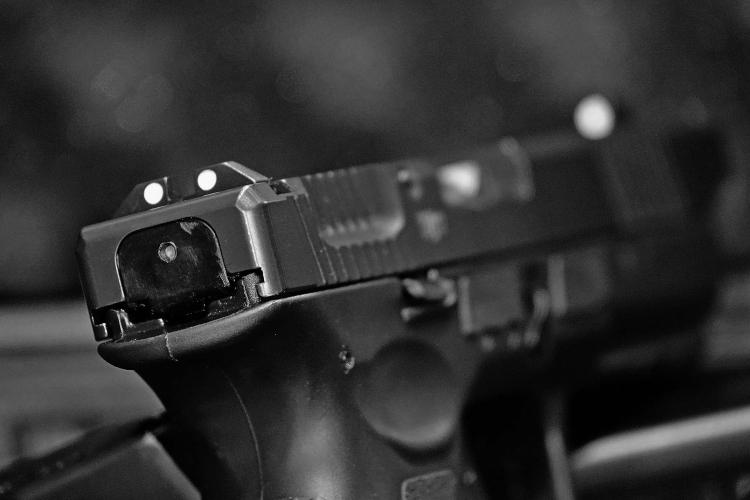 A glimpse of the three-dot sights and the end plate on the slide of the Vz.15 pistol