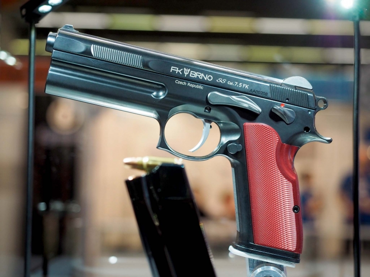 "The FK Brno SS ""Short Slide"" pistol: an exclusive object for exclusive pockets"