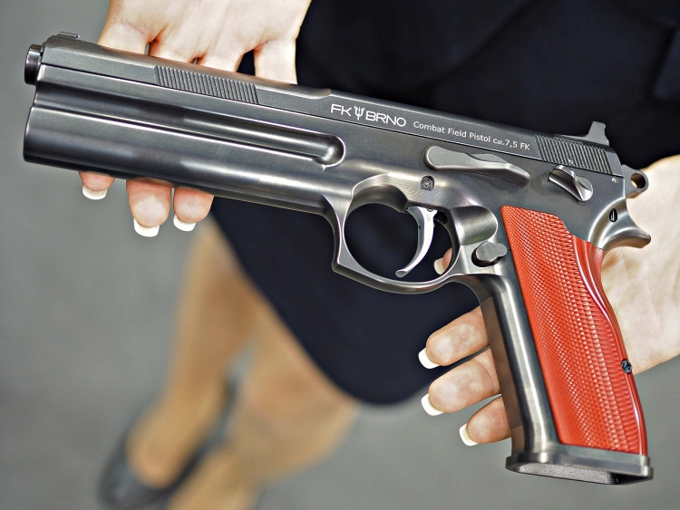 In the hands of a gentle lady, the pistol clearly shows its generous sizes