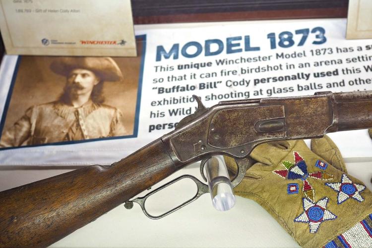 Dopo il modello 1866, anche il Winchester 1873 ottenne un importante successo commerciale: qui fotografato il Winchester 1873 appartenuto a Buffalo Bill
