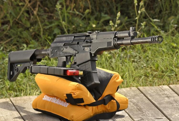 Il fucile S.D.M. AK12s Tactical è massiccio e realizzato interamente in metallo, eccezion fatta per alcune componenti non funzionali in polimero