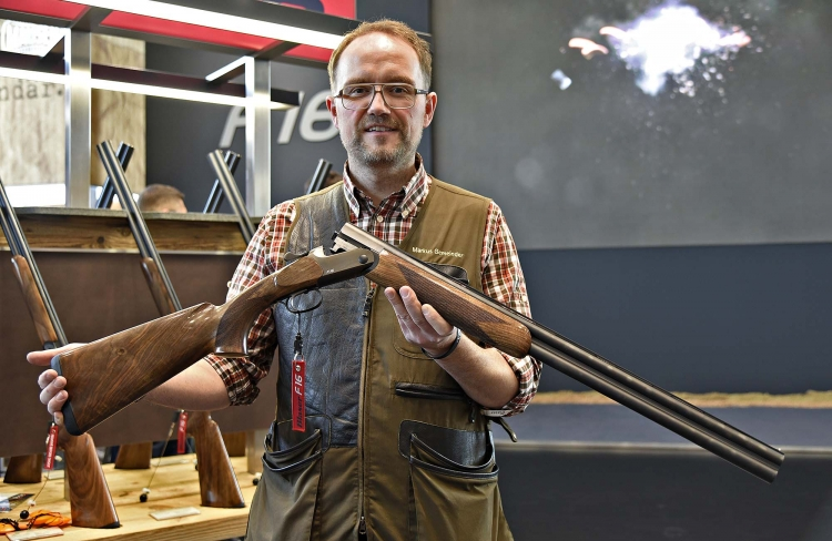 The new Blaser F16 shotgun, in the hands of Markus Gemeinder (Blaser Marketing and Communication)