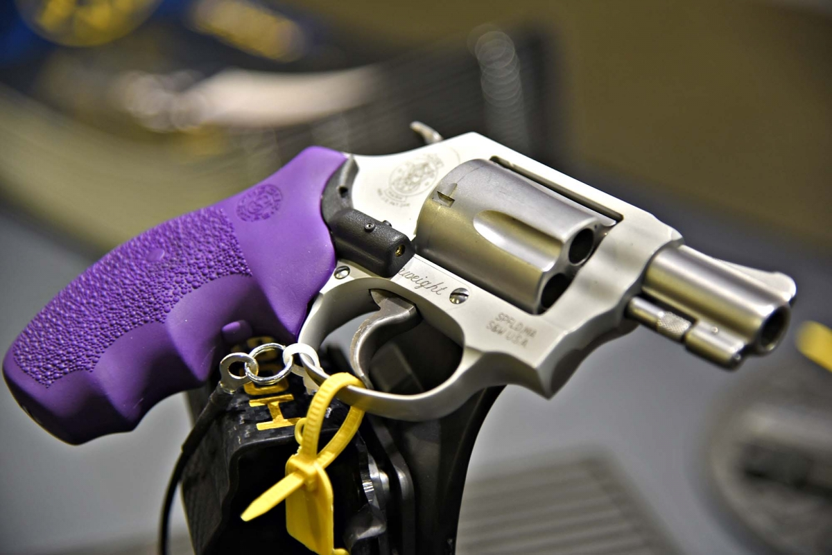 Impugnatura Hogue LE Laser Enhanced per revolver Smith & Wesson J-frame