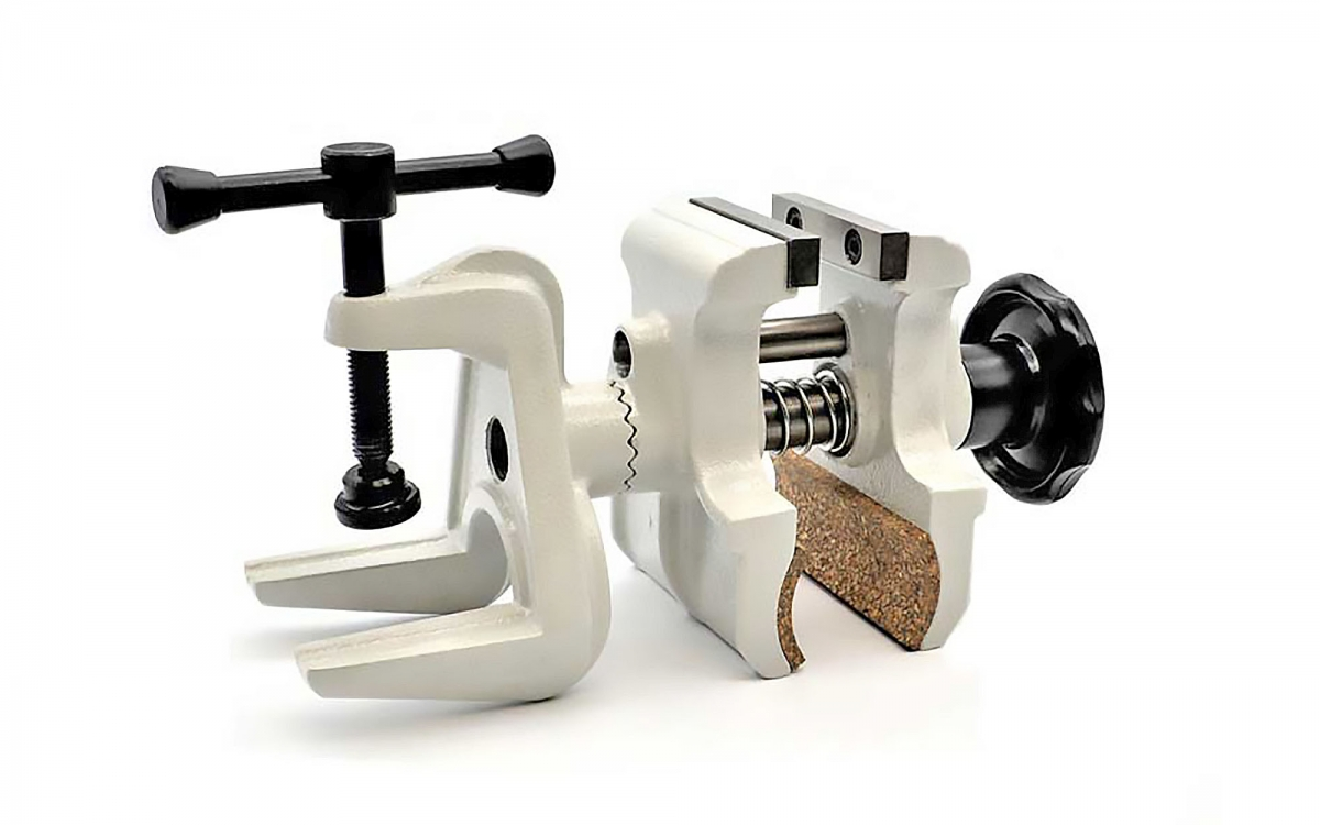Waffen Ferkinghoff introduces the new Bisley vise from Prechtl, now available in green and light grey
