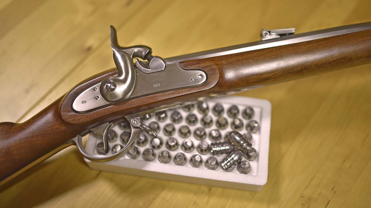 A modern replica of a valuable historic firearm, a Pedersoli 1854 Lorenz rifle: this kind of rifles shoot exclusively pure lead bullets
