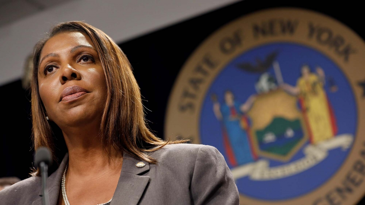 I democratici dello Stato di New York partono all'attacco: citando irregolarità finanziarie, il Procuratore generale Letitia James cerca di spingere i tribunali a sciogliere la NRA!