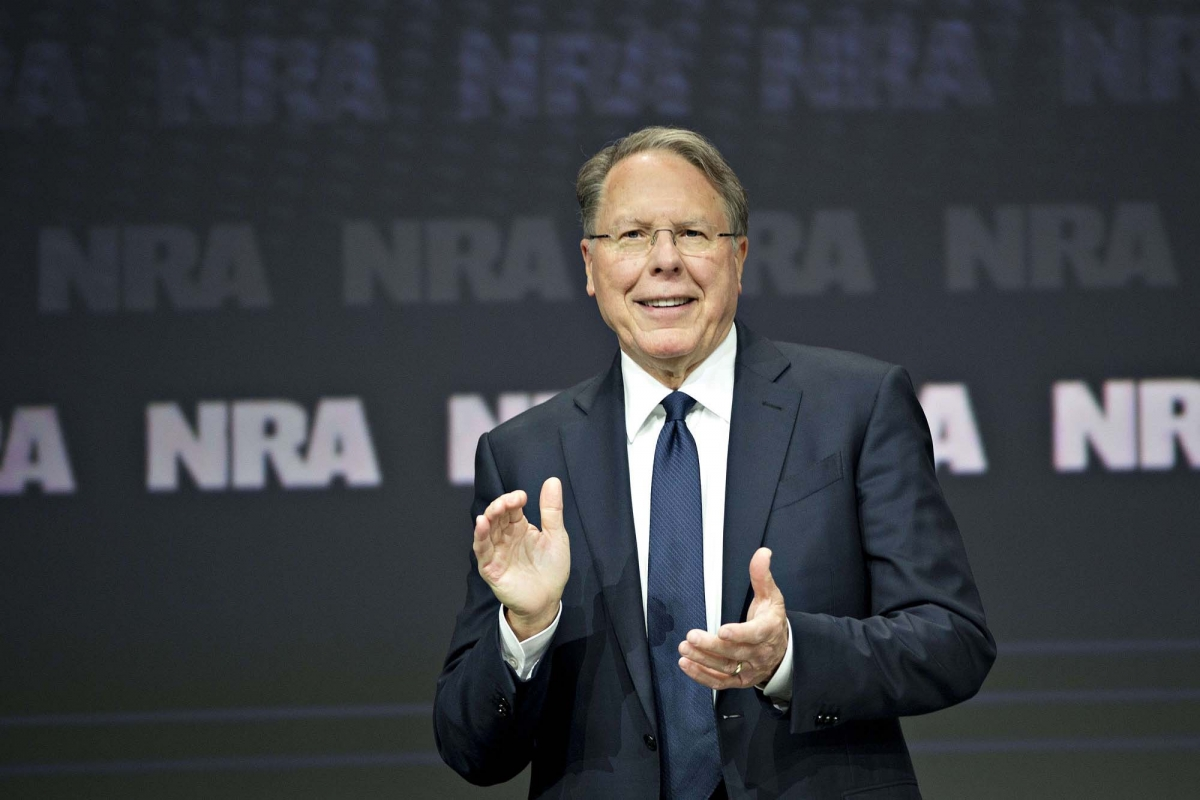 """Wayne LaPierre, direttore generale dell'NRA, è da tempo al centro di polemiche anche interne all'associazione per la sua gestione dei fondi, giudicata """"spregiudicata"""" da taluni"""
