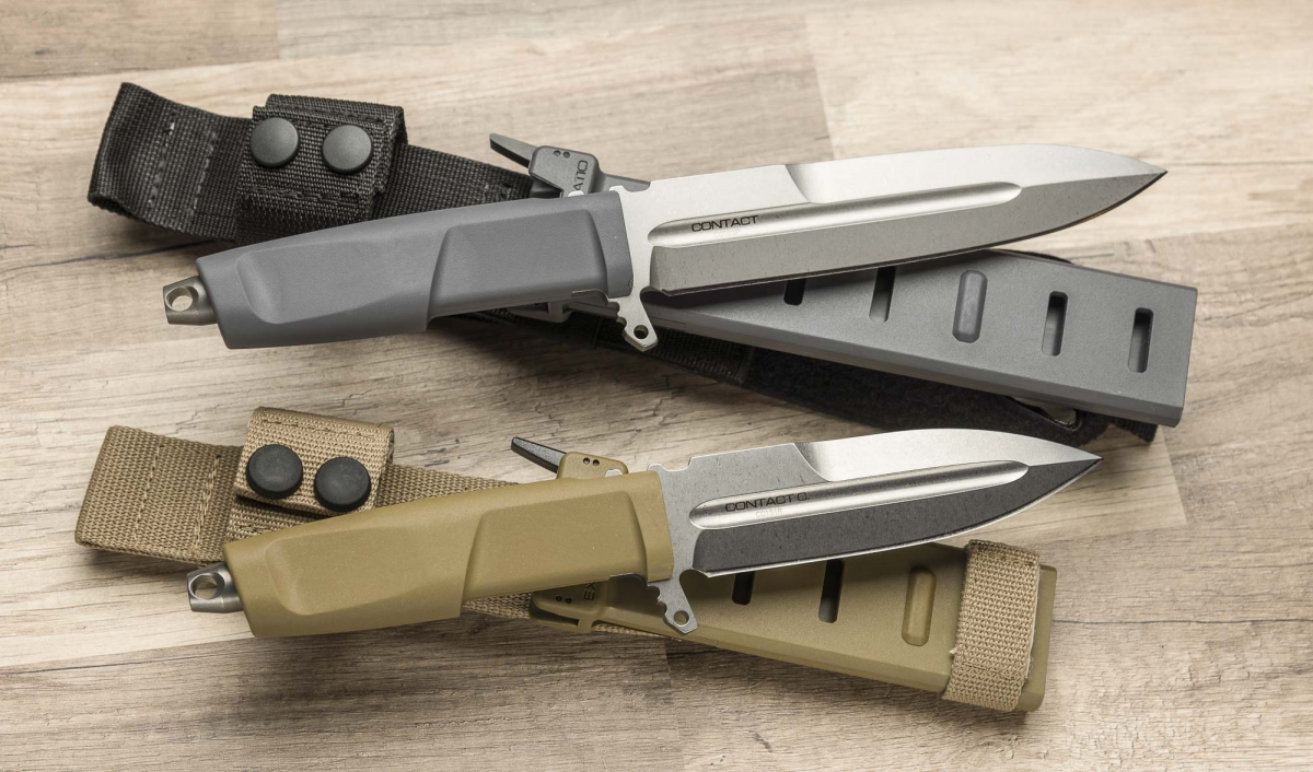 l coltello Extrema Ratio CONTACT C (sotto) è la versione 'compatta' con lama corta del modello CONTACT (sopra)