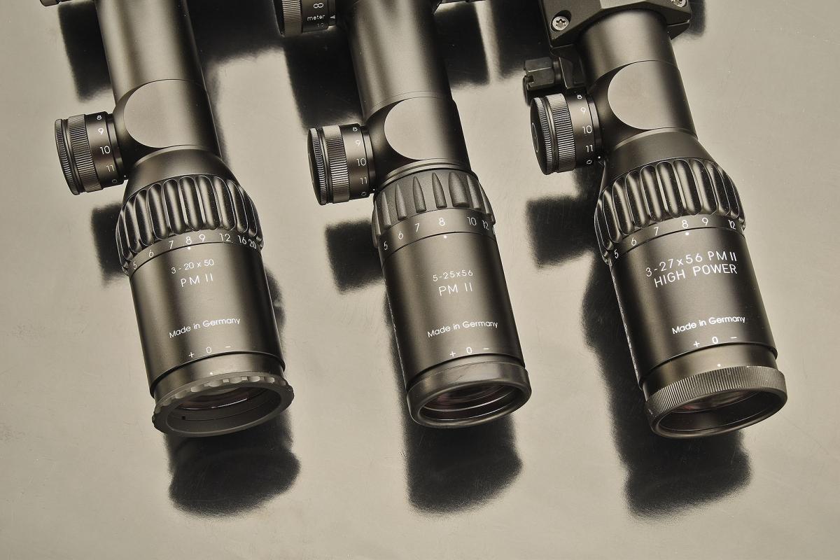 Gli oculari dei tre cannocchiali Schmidt & Bender PM II, con i relativi rapporti di ingrandimento e luminosità