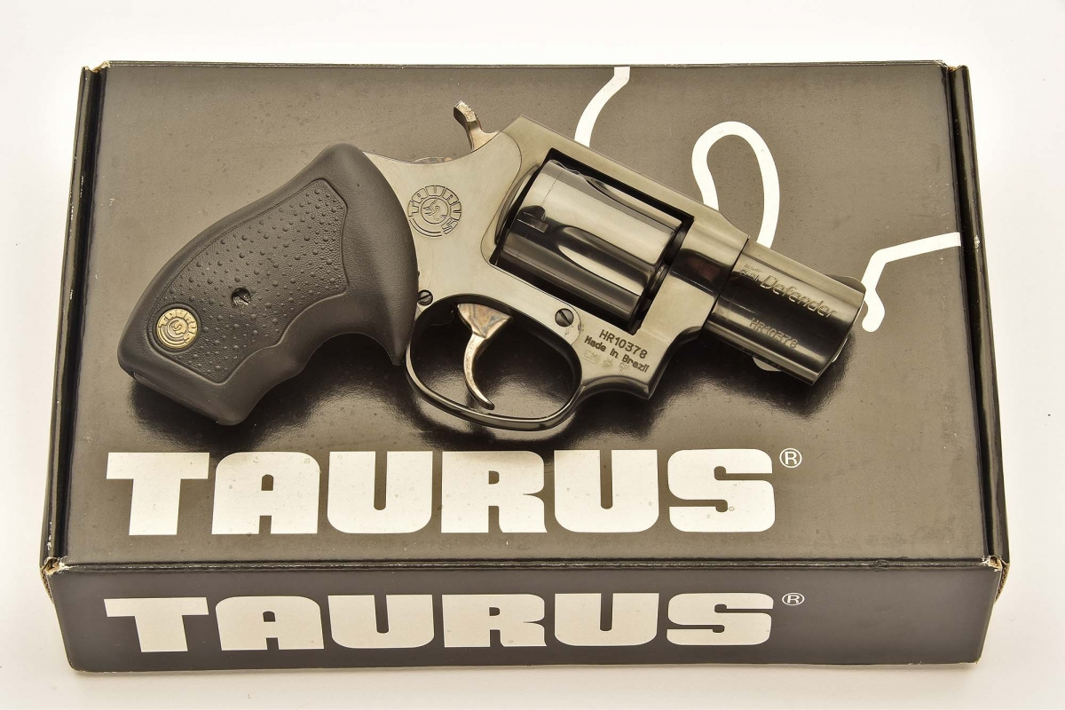 Estremamente compatto, il Taurus 85 è adeguato al porto occulto