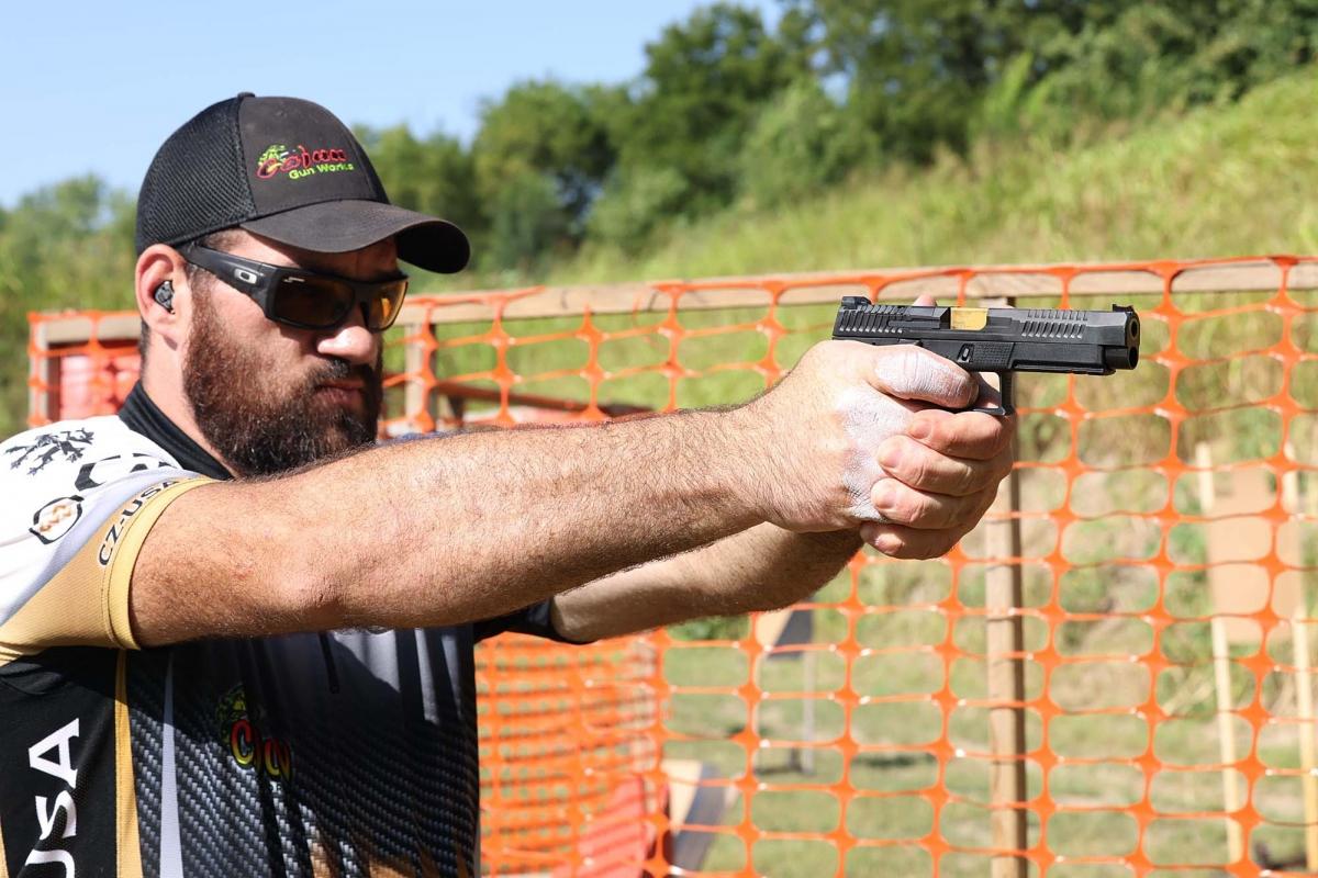 La pistola semi-automatica P-10F Competition-Ready, arma a percussore lanciato con componenti Apex Tactical e HB Industries, è (per ora) un prodotto esclusivo CZ-USA