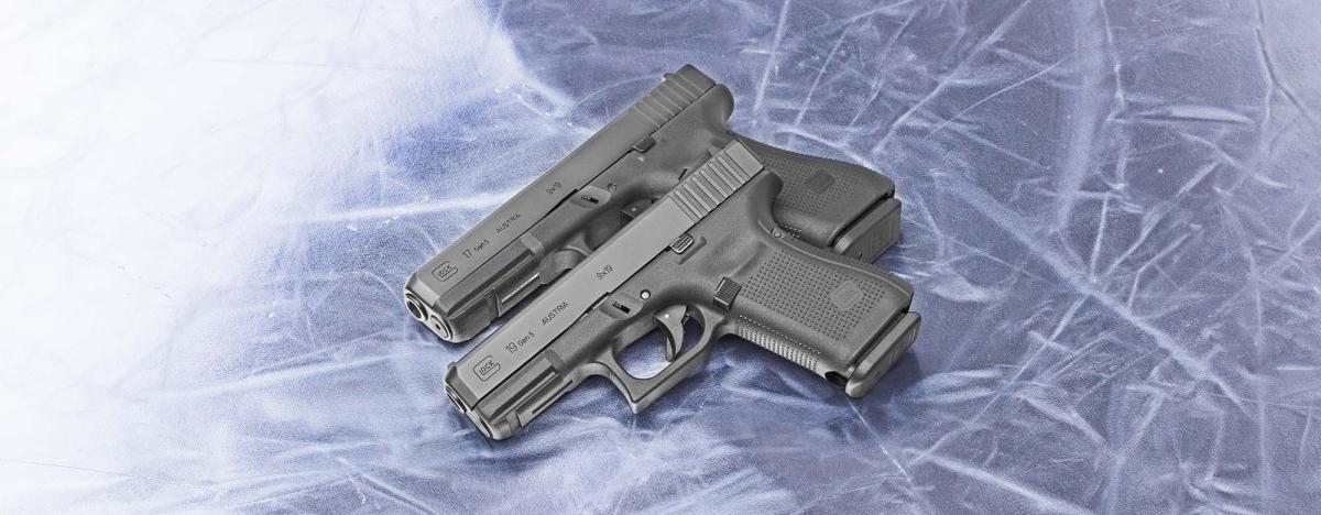 Il carrello delle pistole Glock Gen5 è alleggerito frontalmente per facilitare l'inserimento in fondina