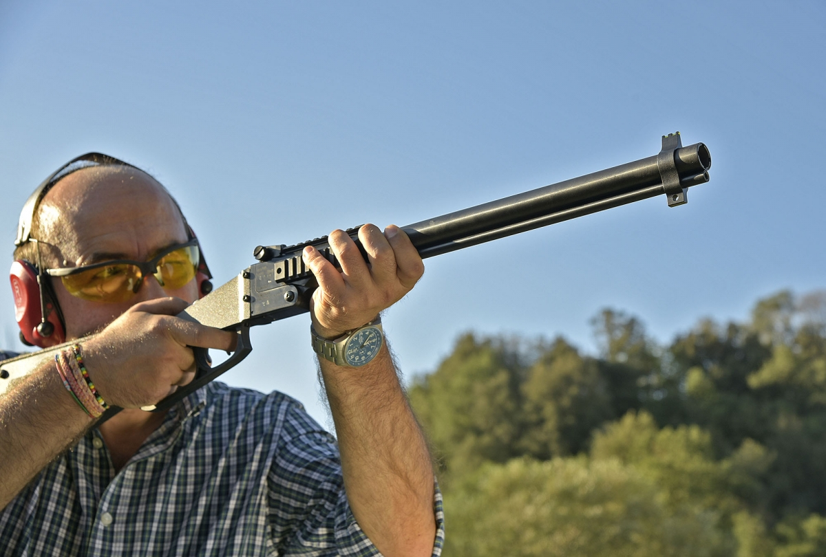 One smoothbore barrel, one rifled barrel. The minimum you need to survive (and have fun)