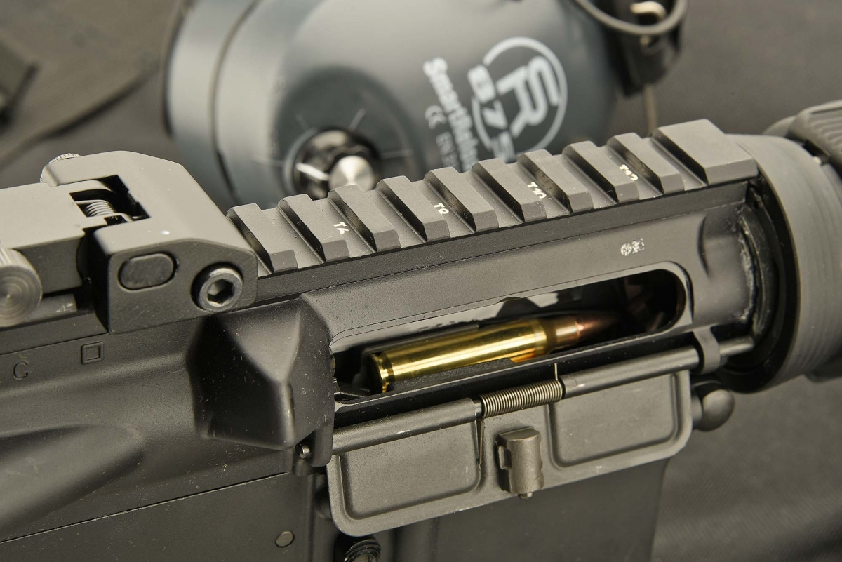 The CE2000 variant of the Colt Expanse M4 comes equipped with the Dust Cover and the Forward Assist button