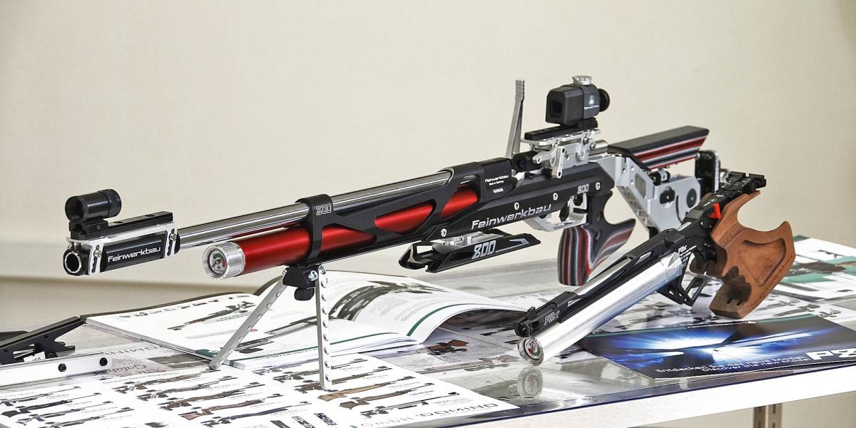 La carabina Feinwerkbau 800 X insieme alla pistola P8X