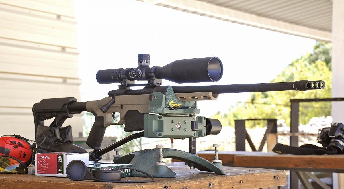 Nella foto, il fucile monta un'ottica Nightforce ATACR 5-25x56, che costa più del fucile!
