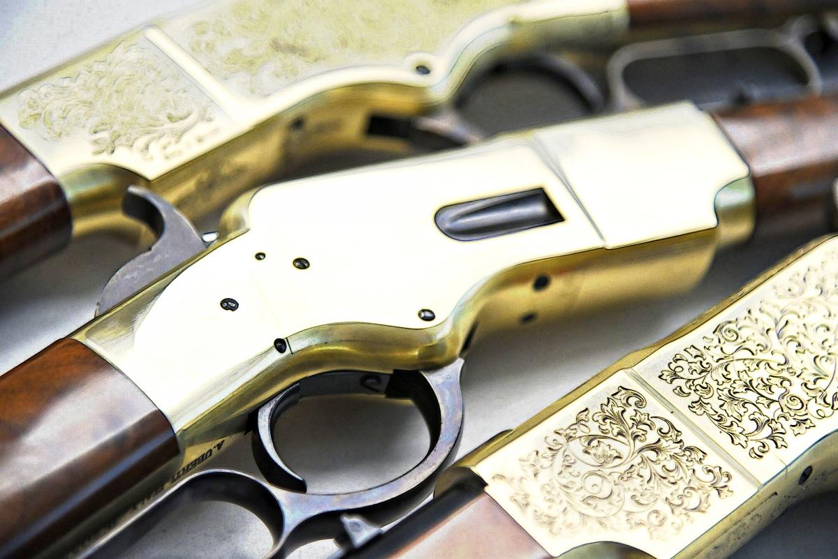 """Uberti Winchester 1866 """"Yellowboy"""": 150 anni per un fucile leggendario"""