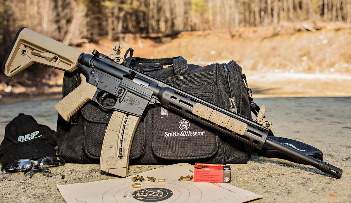Fucile semi-automatico Smith & Wesson M&P 15-22 SPORT con impugnatura e calcio Magpul MOE SL