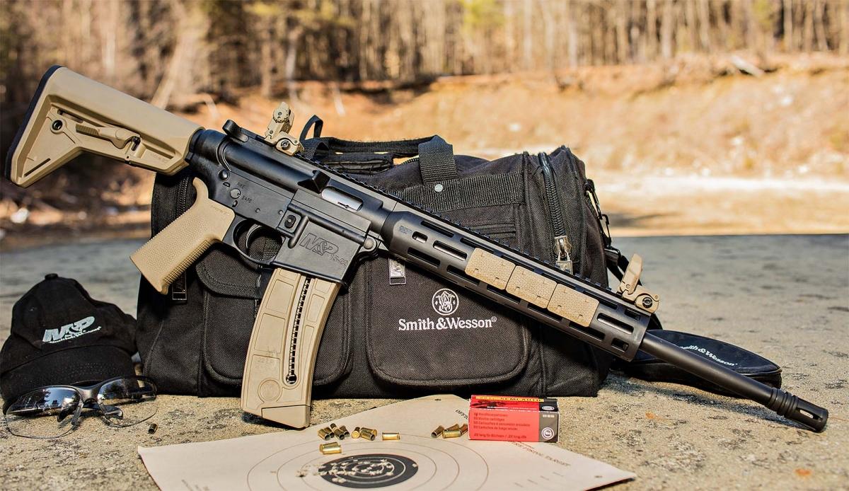Fucile semi-automatico Smith & Wesson M&P 15-22 SPORT con impugnatura e calcio Magpul MOE SL