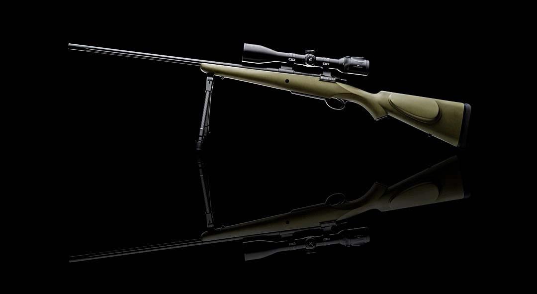"""Il """"Synthetic All Weather Mountain Rifle"""" di Westley Richards, premiatissima produttrice di armi da caccia fini, mantiene inalterate le linee per che hanno reso famosa l'azienda inglese pur con un'importante concessione alla modernità in forma di una calciatura in polimeri"""