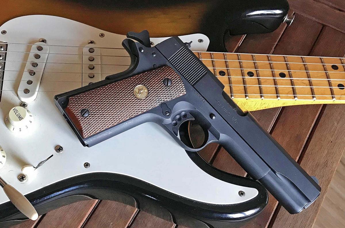 """Jeff Cooper diceva """"avere una pistola non vi rende armati, così come avere una chitarra non fa di voi dei musicisti""""."""