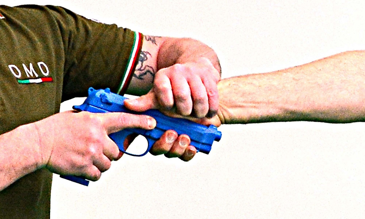 Tecniche di prevenzione contro la sottrazione dell'arma corta