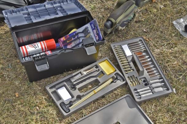 L'Allen Tool Box Cleaning Kit consiste di un set molto completo di scovoli di ogni tipo e calibro, contenuti all'interno di una cassetta trasportabile dove potete riporre tutta l'attrezzatura per la pulizia delle vostre armi