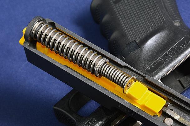 la Training Barrel consente di installare la molla di recupero e mantenere il funzionamento completo dell'arma