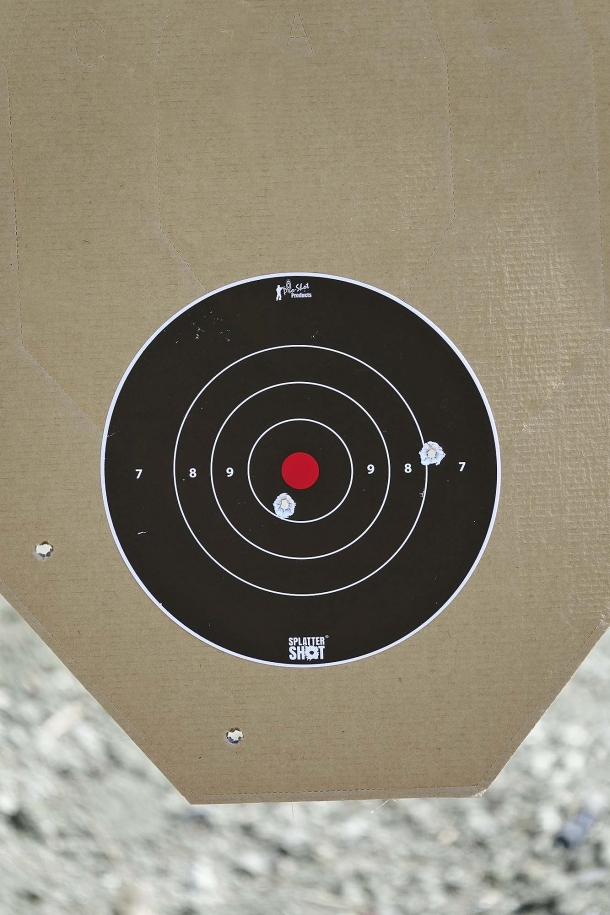 The problems come if you move far away from the target. Here a 5 shots aimed group fired at 25 meters: the black target become too small, hidden behind the front sight, while you are not able to allign nothing via the rear sight. The shooting result is quite poor.