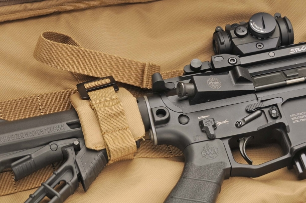 Rifle Sleeve: detail of the padded blocking strap