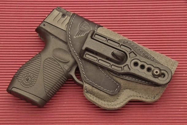 The belt clip of the Radar 5074 holster, located on the right side, is adjustable for height