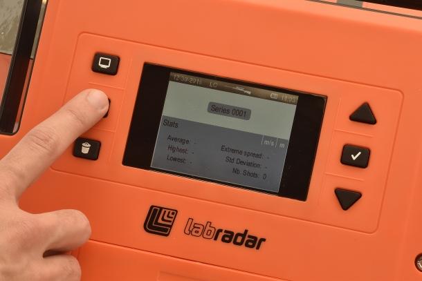 Tutte le funzioni del cronografo sono gestibili tramite i pulsanti accanto allo schermo
