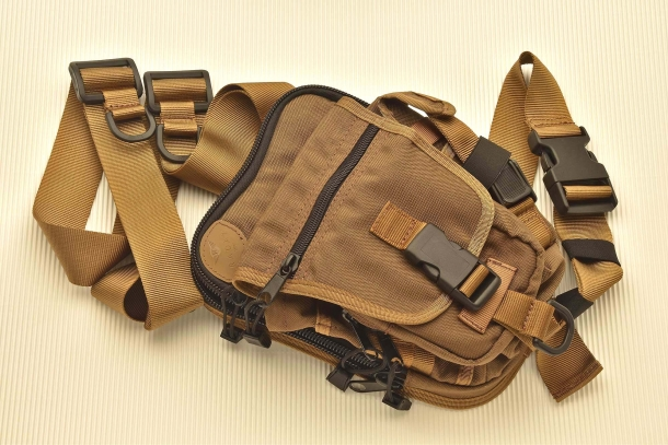The Radar 5115-2801 shoulder bag features an integrated holster, magazine pockets and lots of room for anything else!
