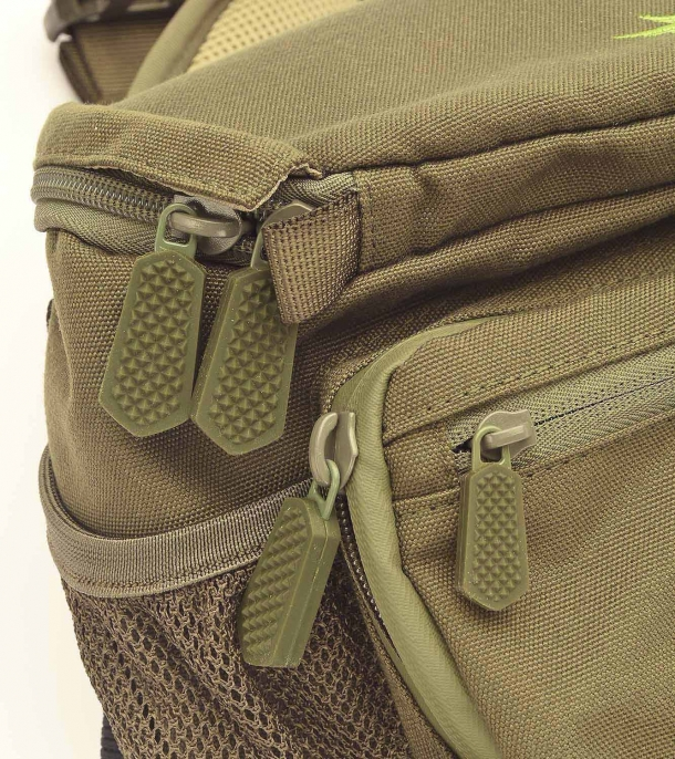 The zippers have wide and robust pullers