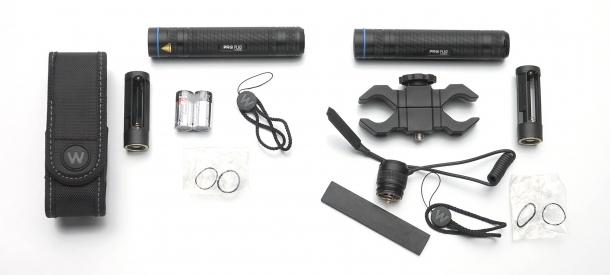 I diversi set di accessori forniti in dotazione con le due torce