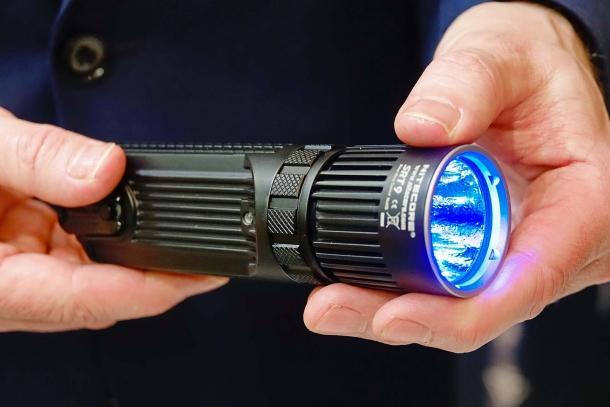 The Nitecore SRT9 blue filter