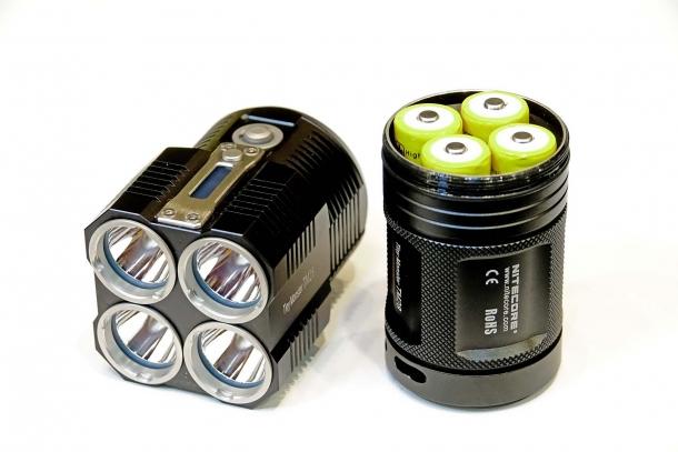 La Nitecore TM28 usa quattro batterie 18650