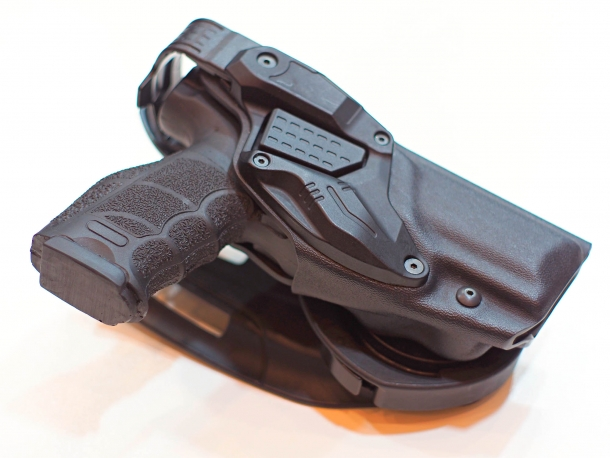 The RADAR 6257 LTG pistol holster, recently adopted by the German Federal Police (Bundespolizei), here in a variant with an additional safety loop