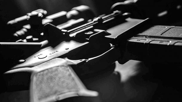 Bando radicale delle armi per il Canada?