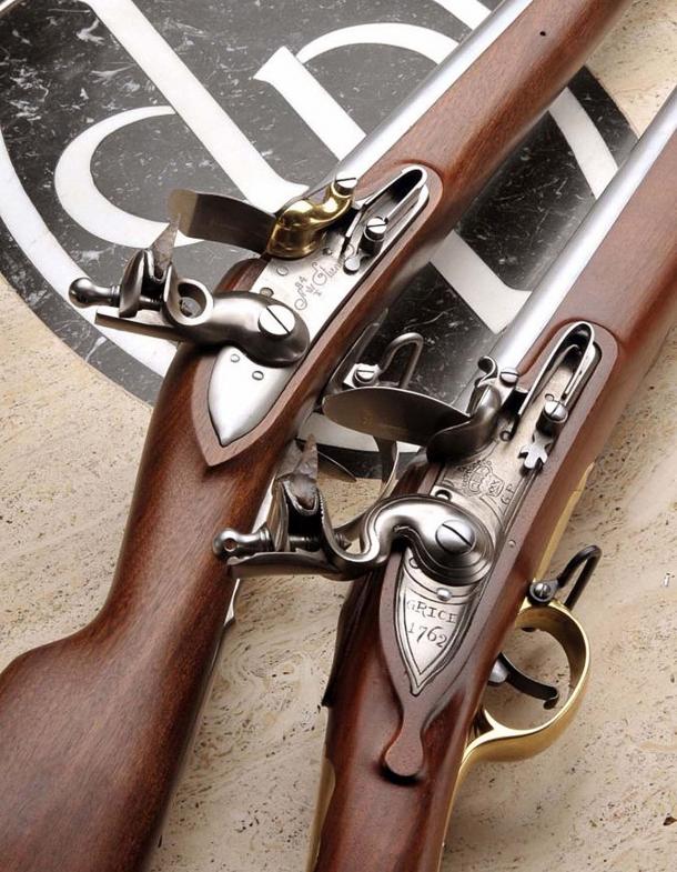 I due protagonisti delle Guerre Napoleoniche: il fucile francese 1777 Anno IX in calibro .69 e il fucile inglese Brown Bess in calibro .75, entrambi a pietra focaia