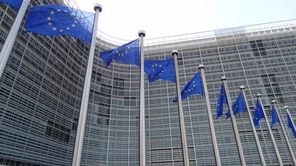 Will the European Union allow an unacceptable moral blackmail from the Commission, or will be able to protect the civil rights of its citizens?