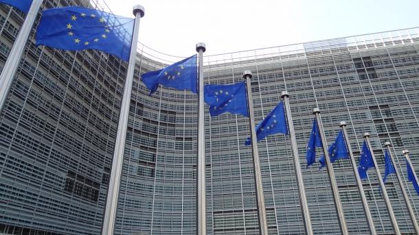 L'Unione Europea subirà il ricatto della Commissione, o sarà in grado di difendere i diritti civili dei suoi cittadini?